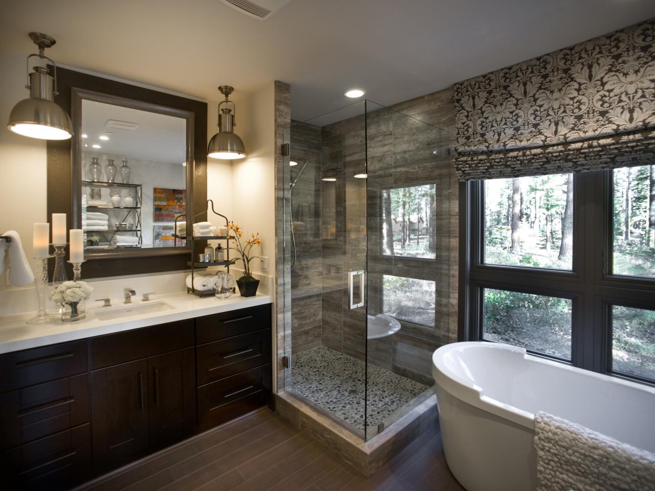 Ванная комната в современном стиле с угловым душем