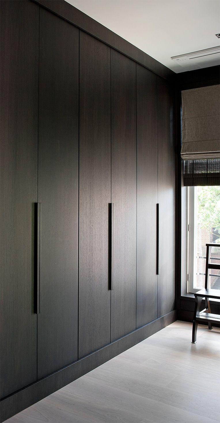 Шкаф в прихожую цвета венге