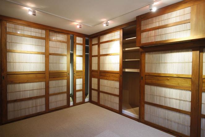 Шкаф в прихожую японский