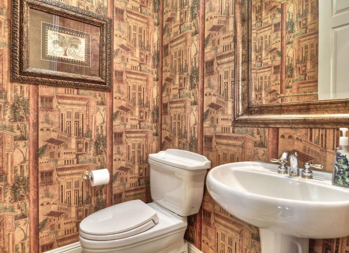 Обои в туалете в античном стиле