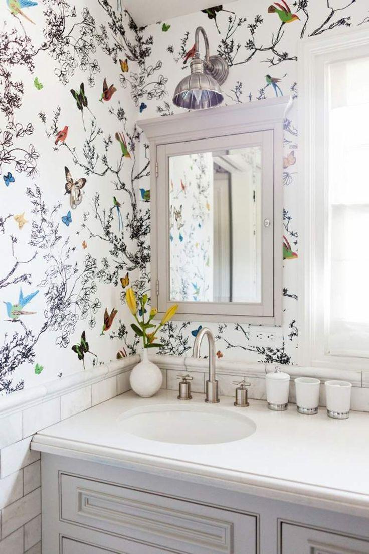 Обои в туалете с бабочками