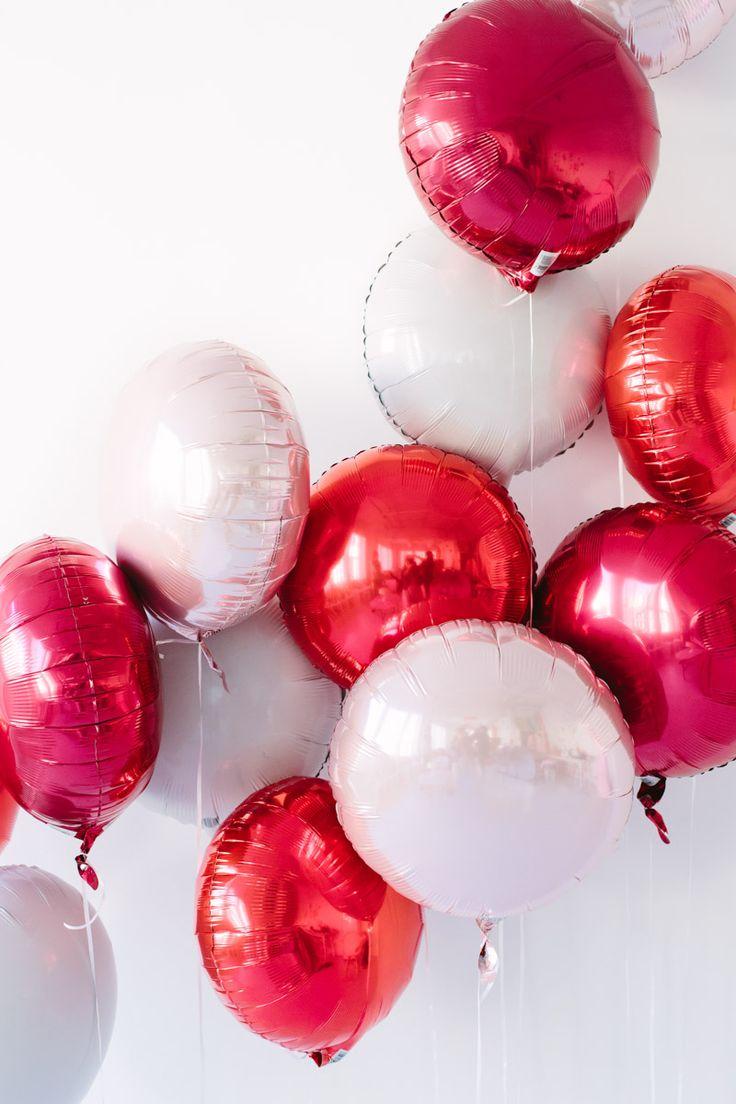 Оформление шарами на 14 февраля бело-красными