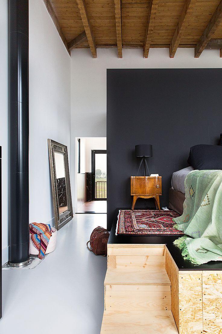 Кровать подиум черная