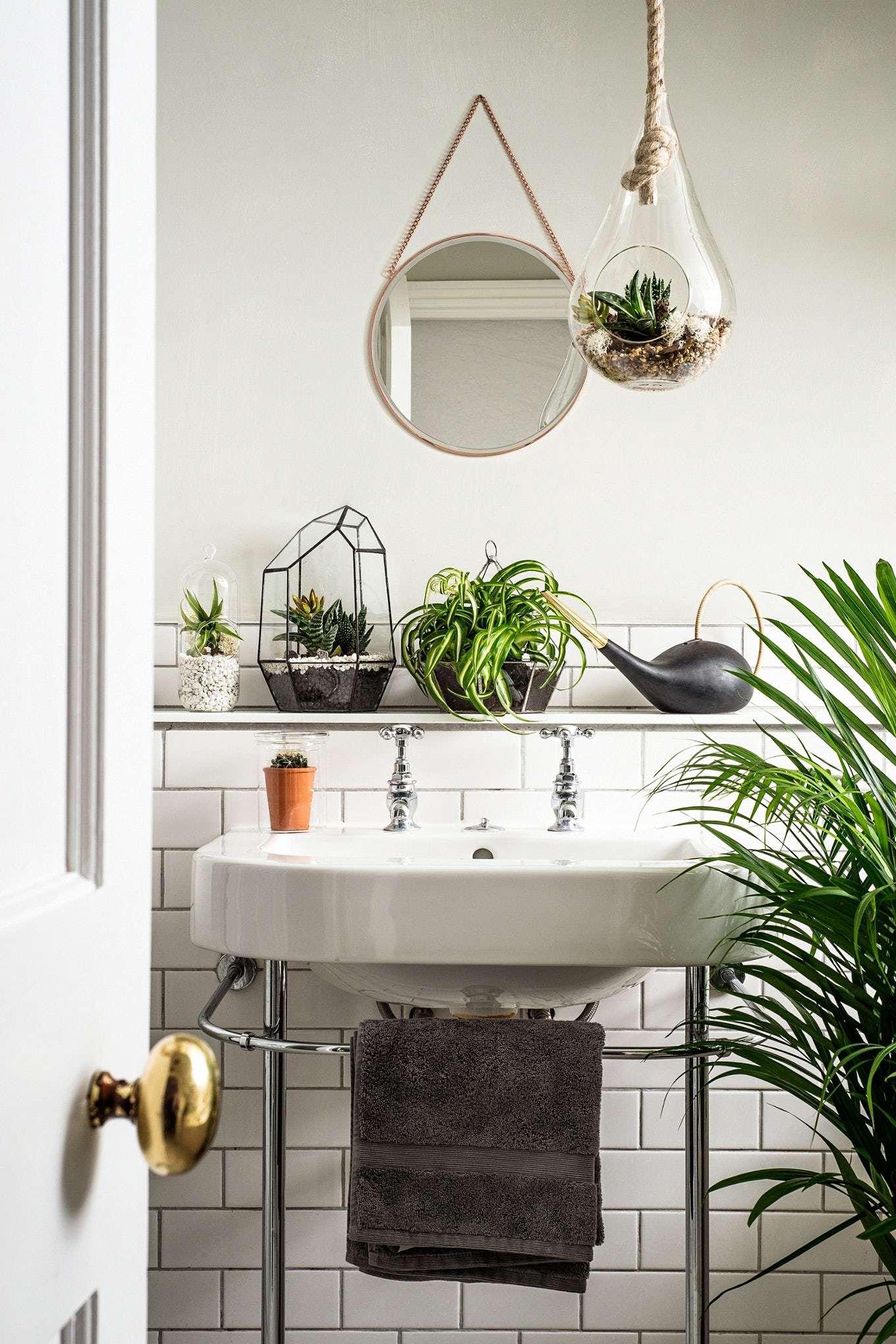 Большая ванная с цветами