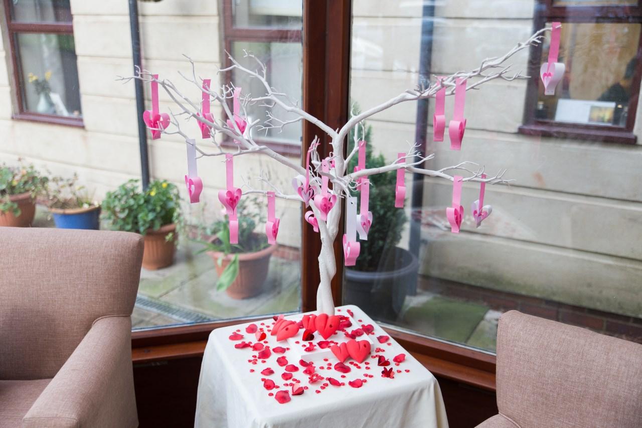 Оформление на 14 февраля дерева