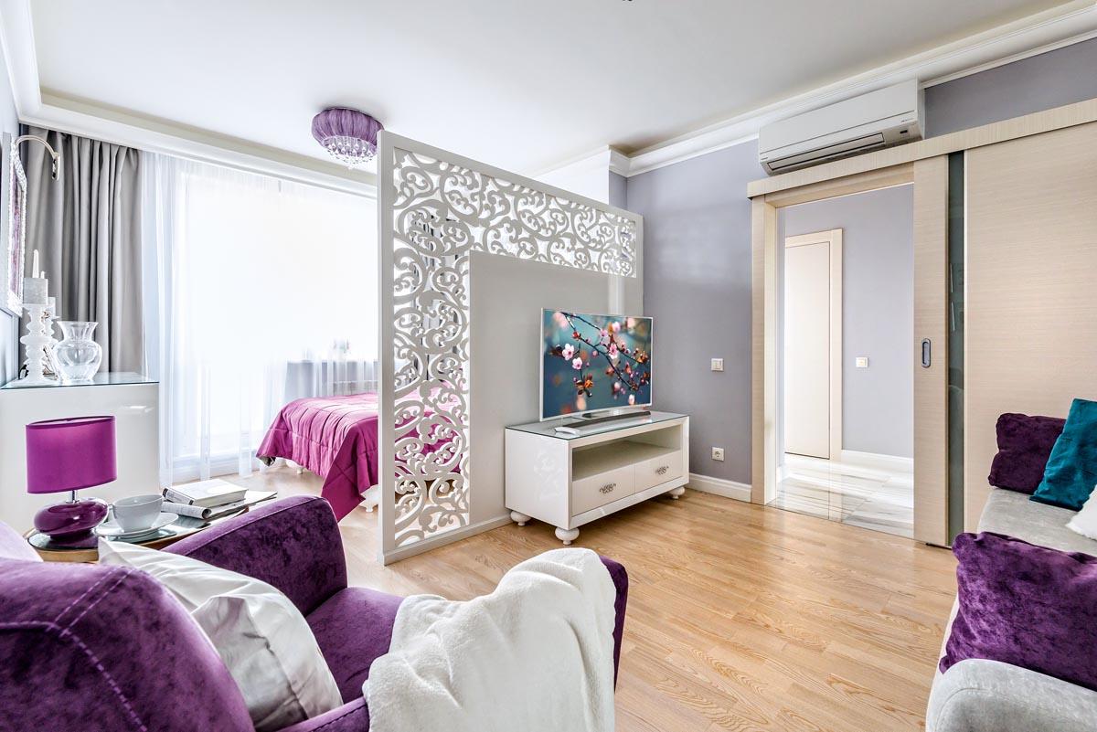 Расстановка мебели в квартире с деревянной перегородкой