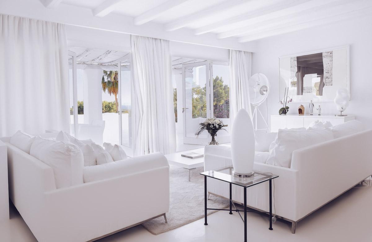 Белый интерьер в доме