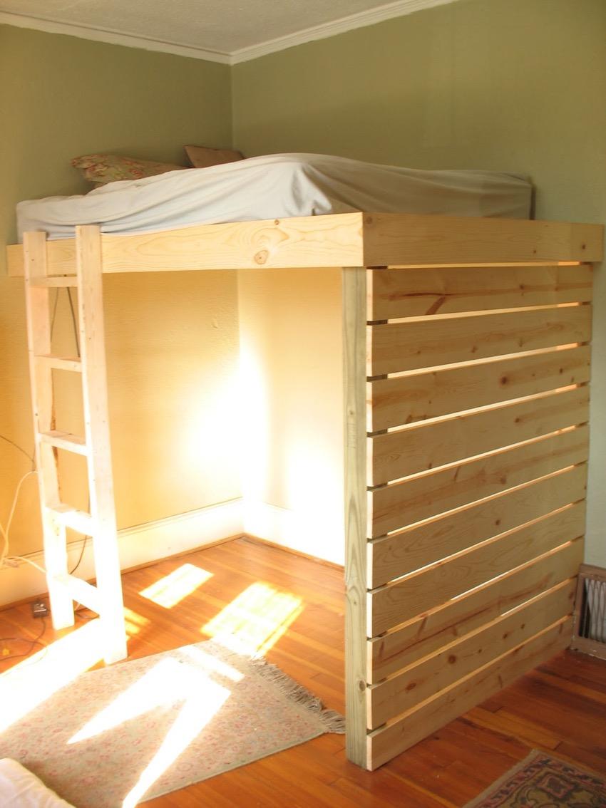 Кровать чердак из досок