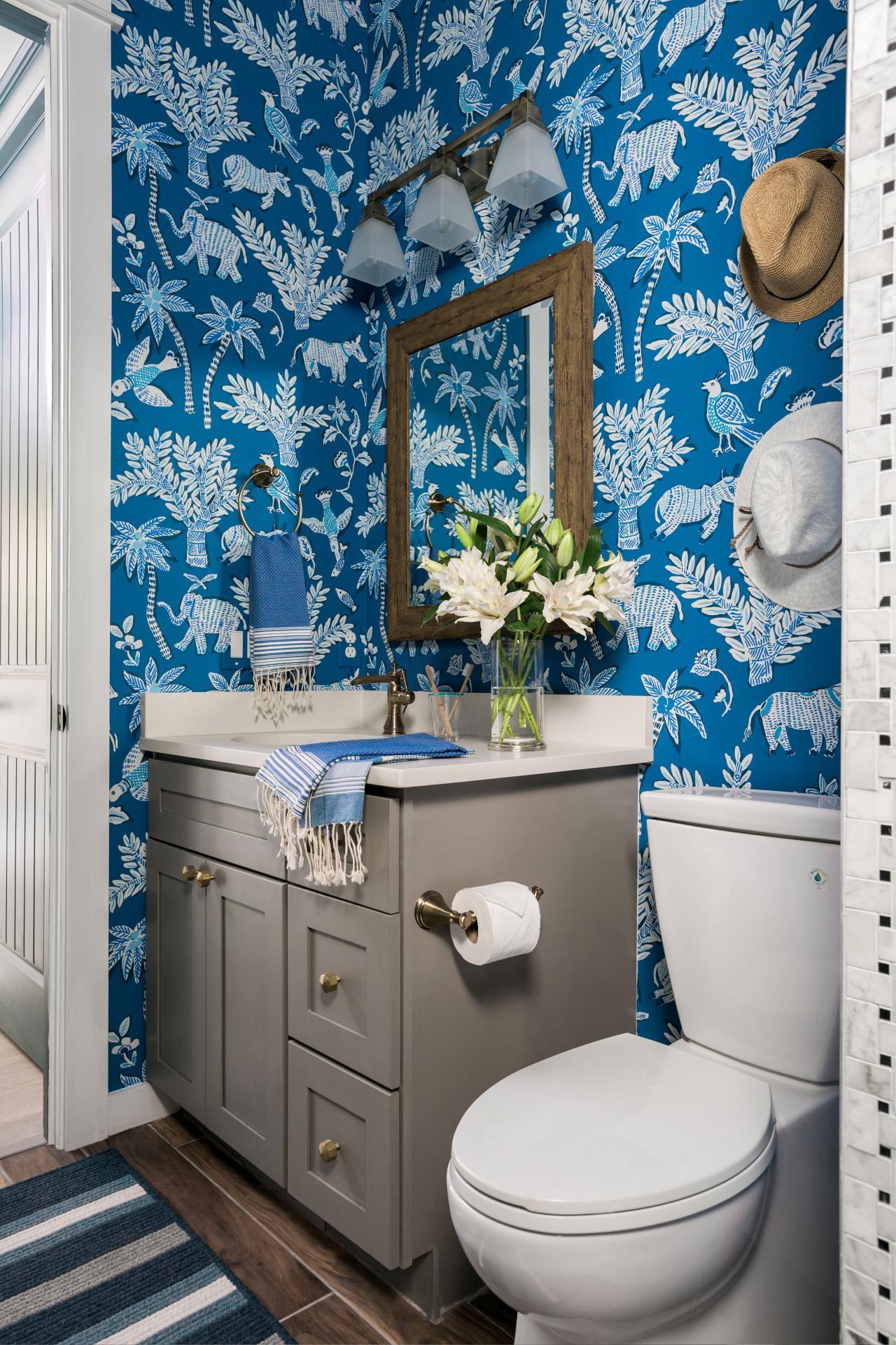 Обои в туалете в стиле этно синие