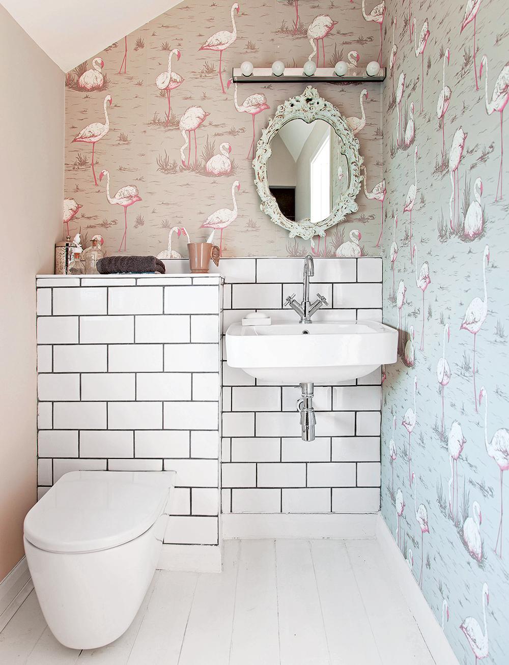 Обои в туалете с фламинго