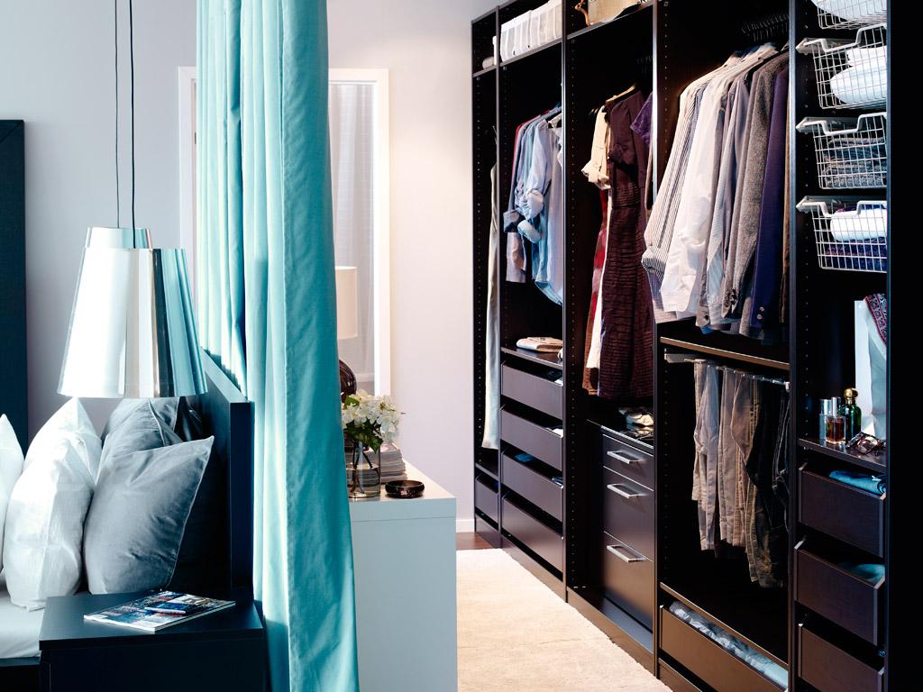 Зонирование шторами гардеробной