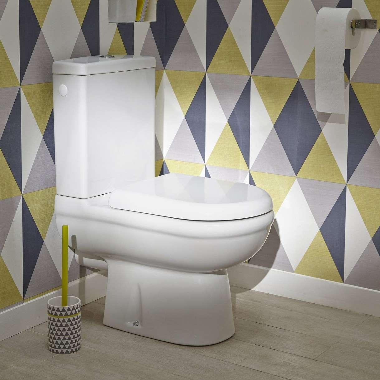 Обои в туалете геометрические