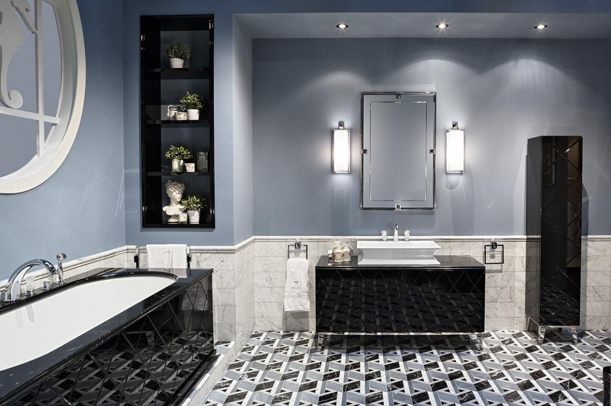 Большая ванная глянцевая