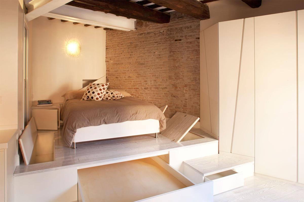 Кровать подиум с системой хранения