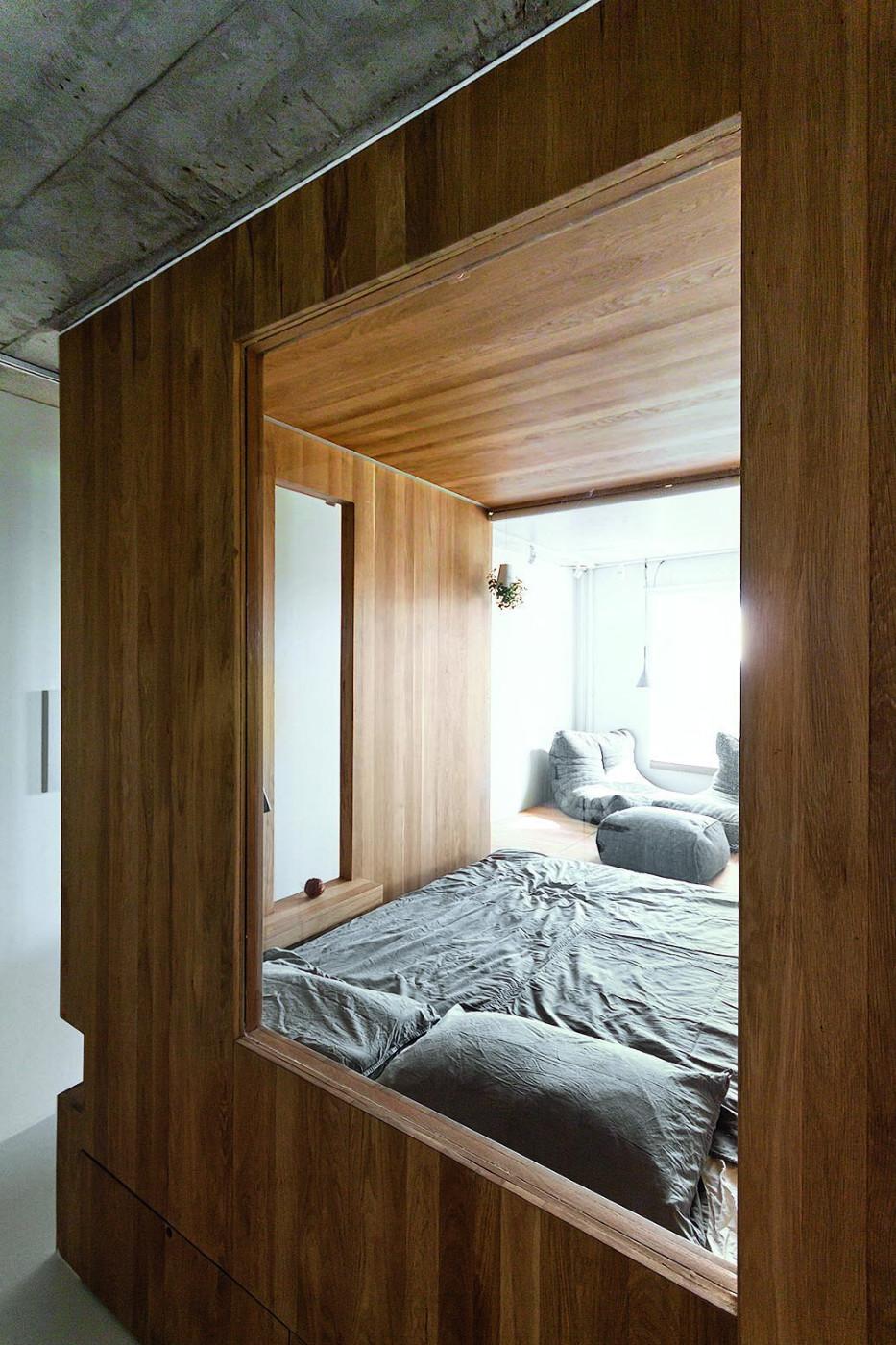 Кровать подиум в индустриальном стиле