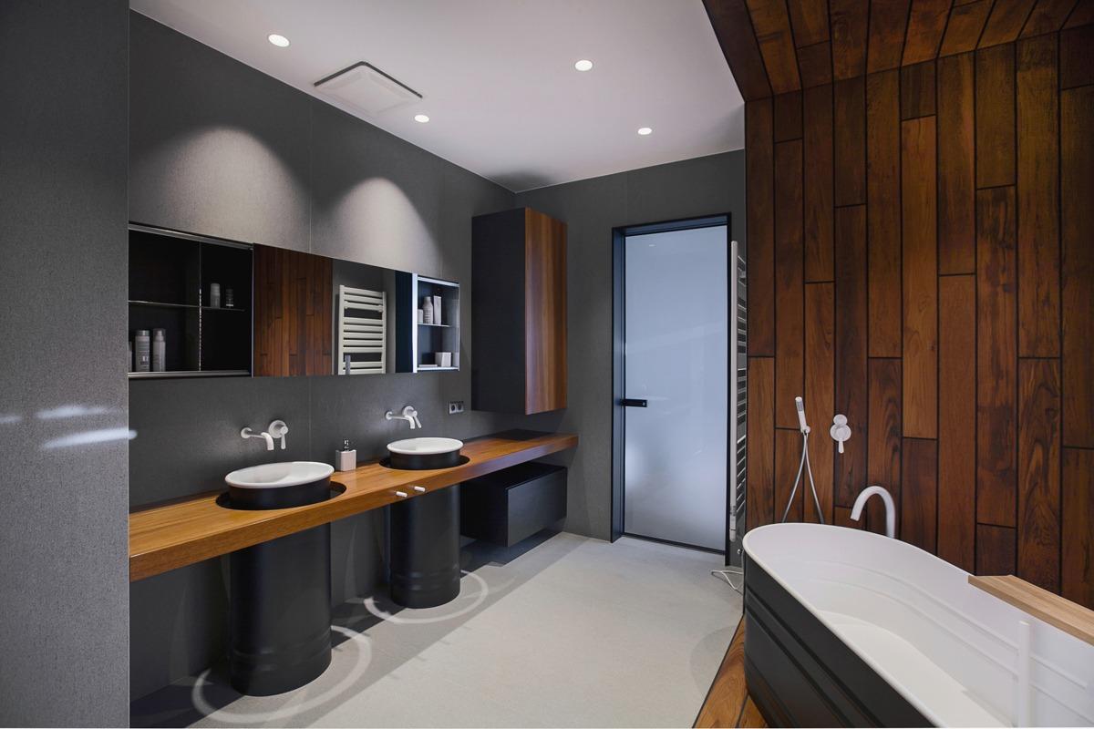 Большая ванная в индустриальном стиле