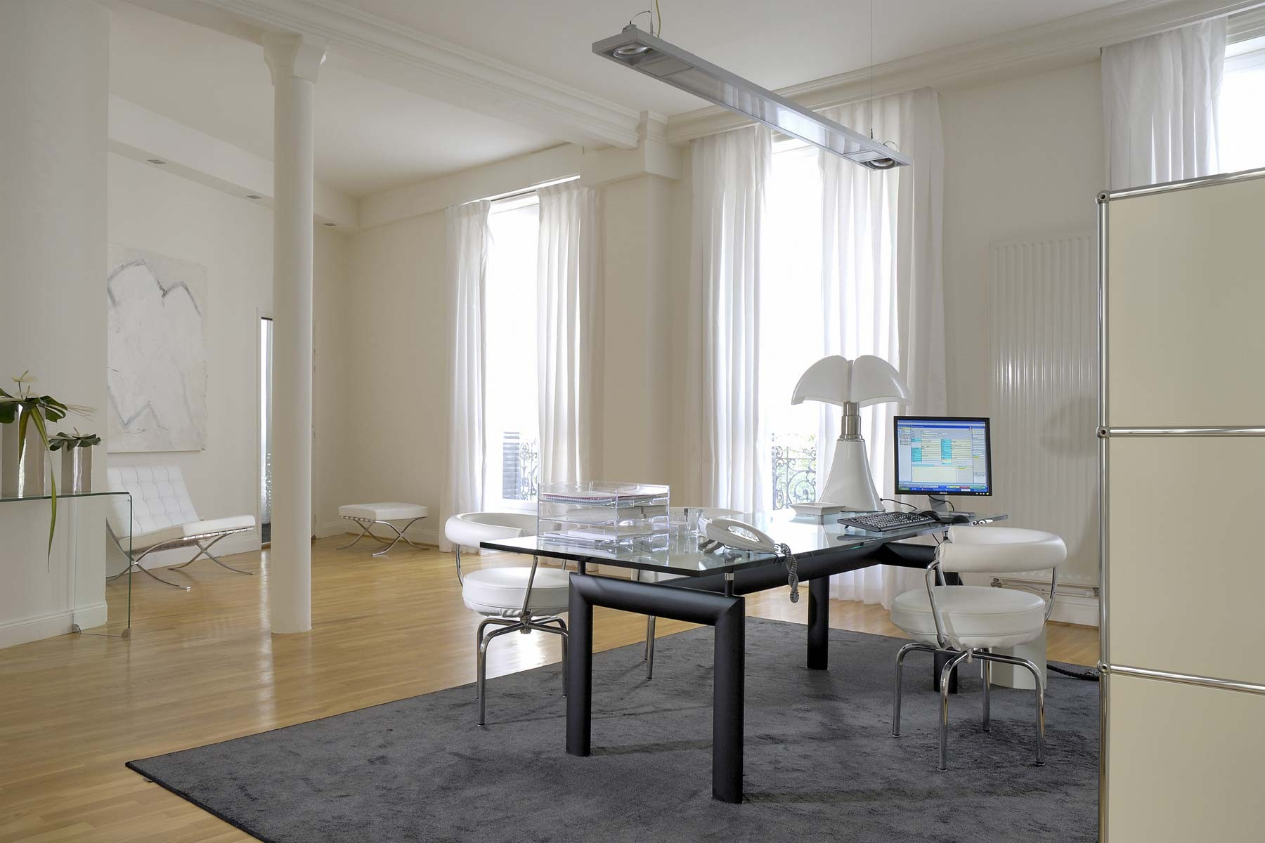Белый интерьер кабинета