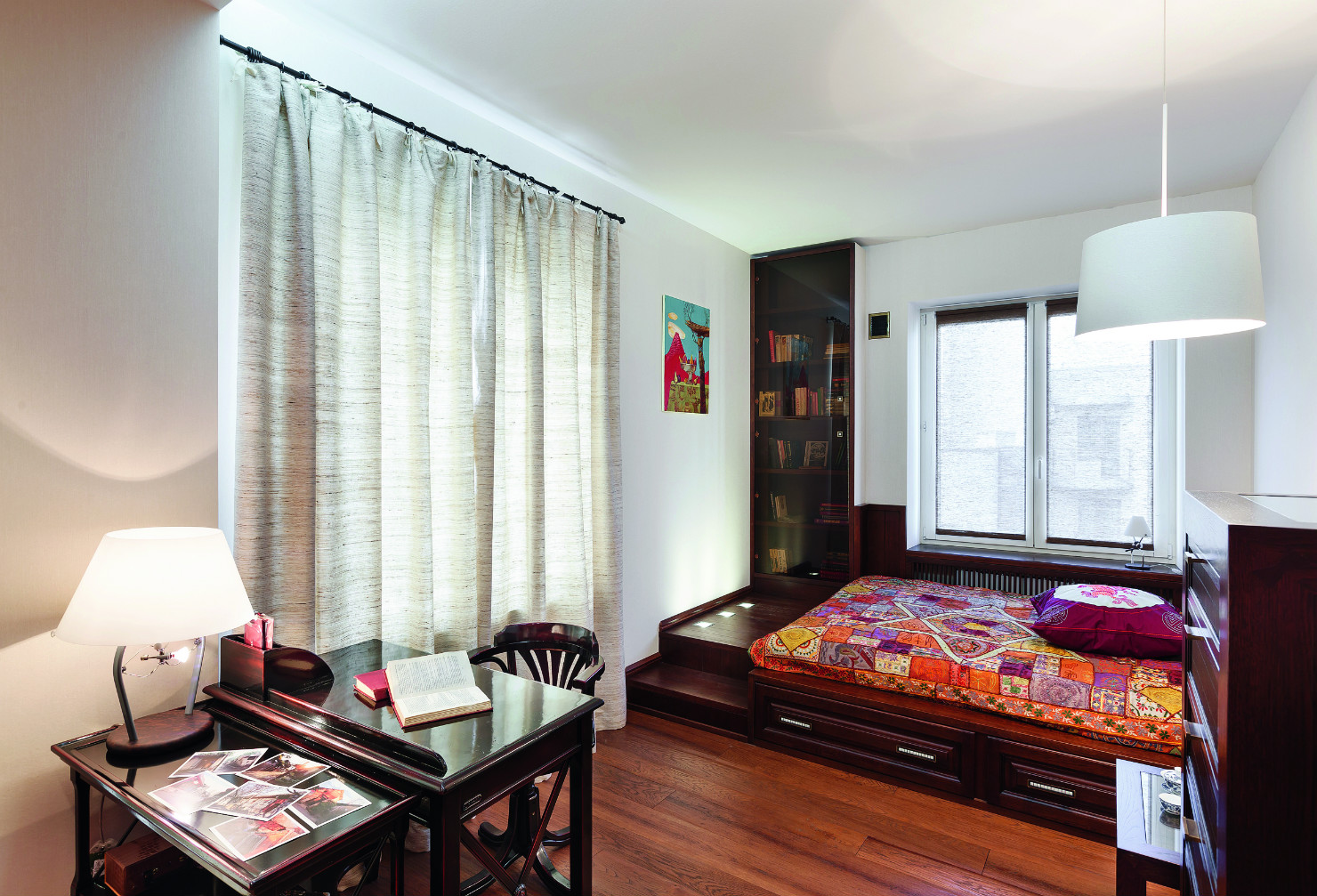 Кровать подиум в кабинете