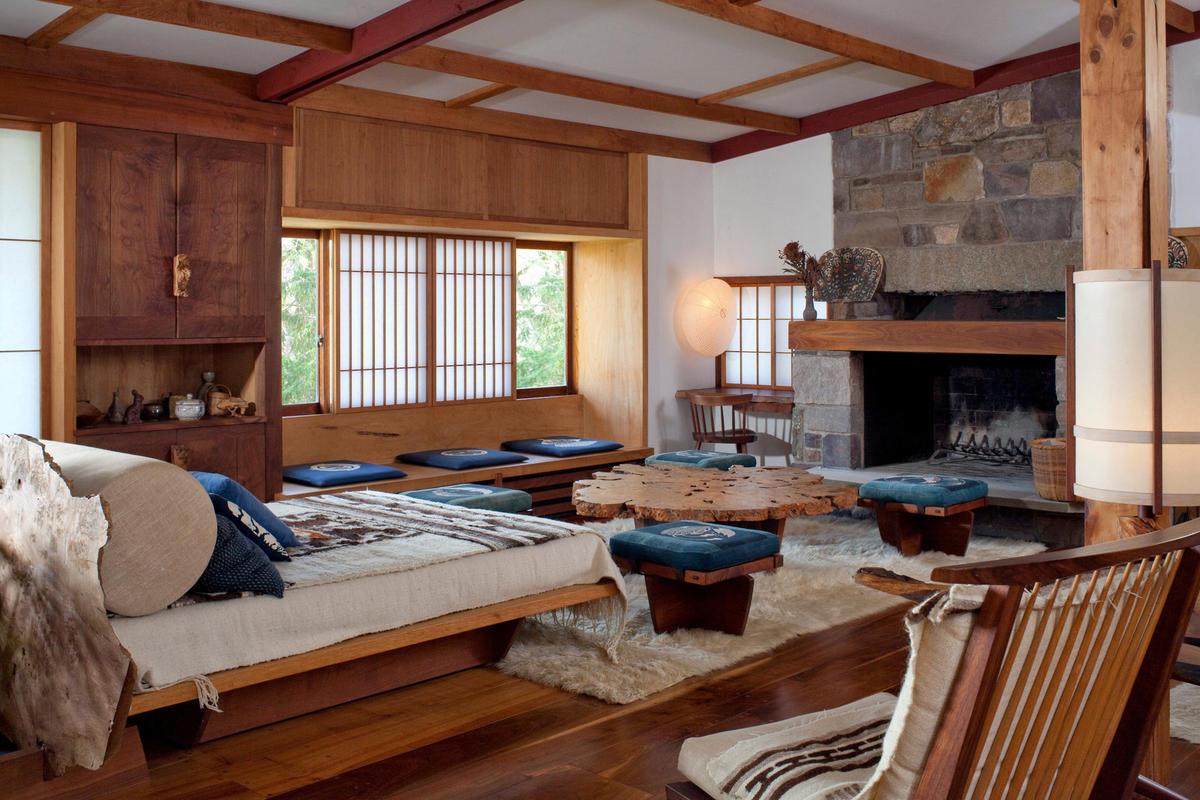 Японский интерьер с камином