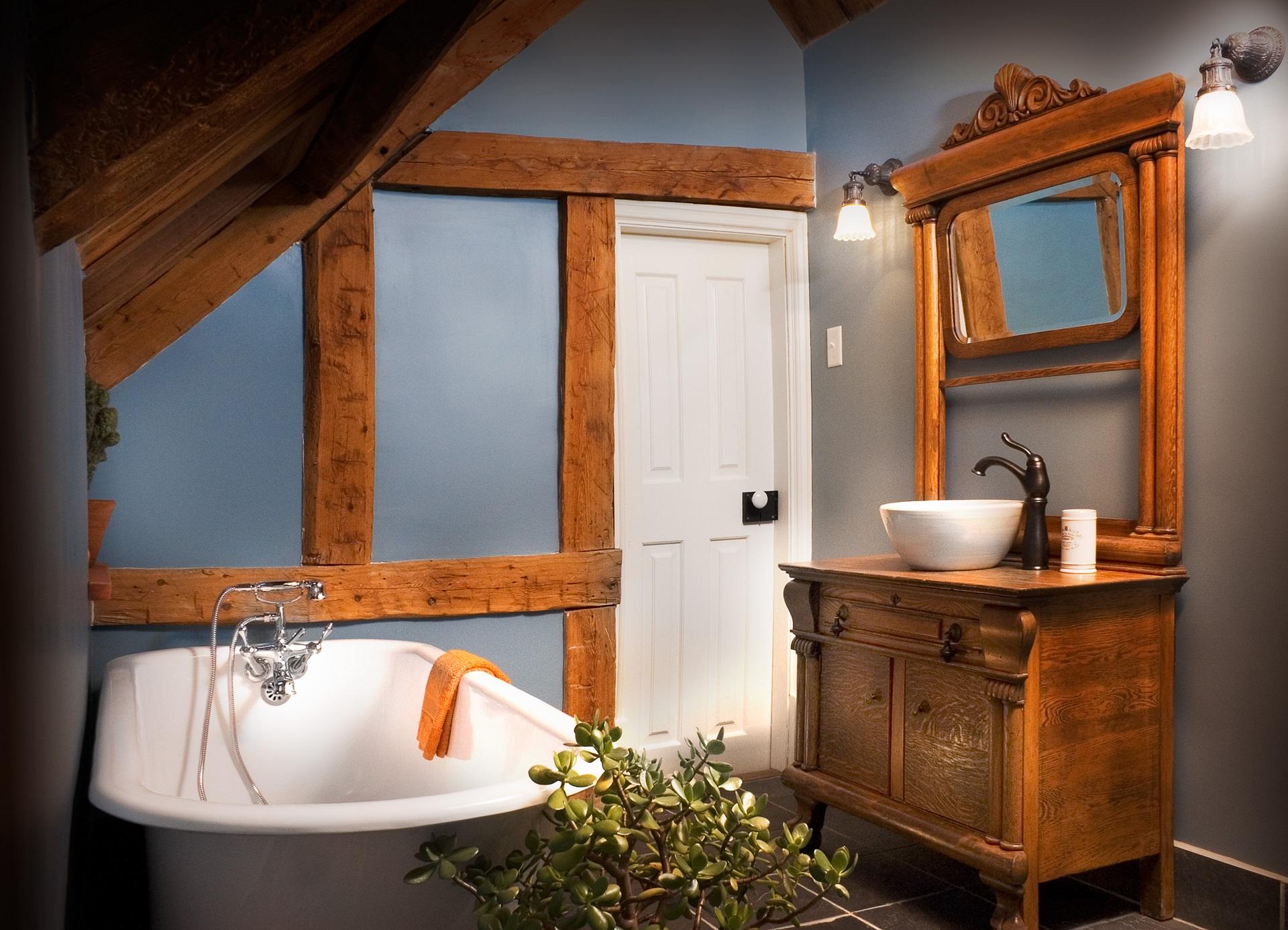 Большая ванная в стиле кантри