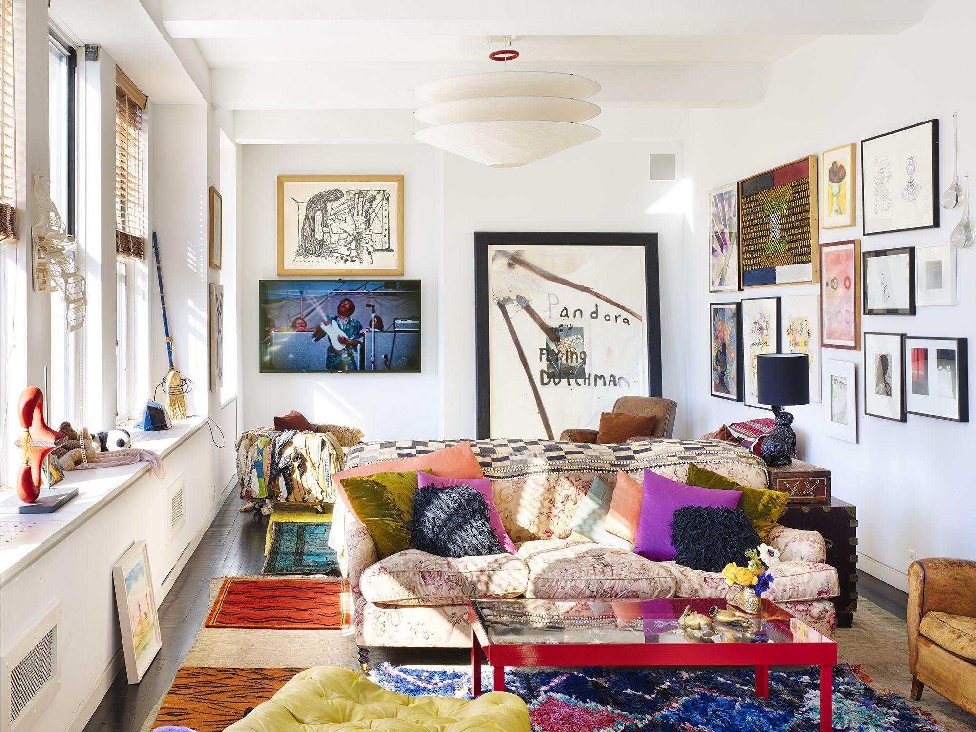 Как расставить мебель в однокомнатной квартире с картинами
