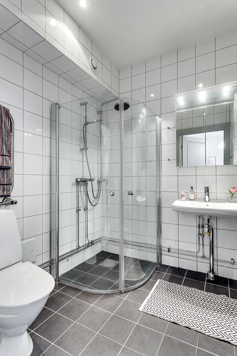 Ванная своими руками с контрастным полом