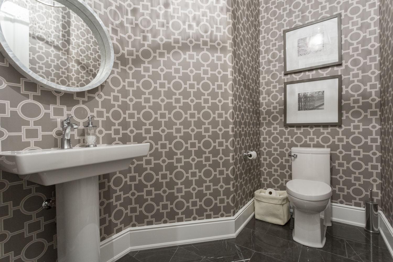 Обои в туалете: быстрое и практичное оформление санузла (104 фото)