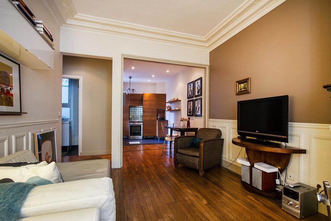 Как расставить мебель в однокомнатной квартире коричневой