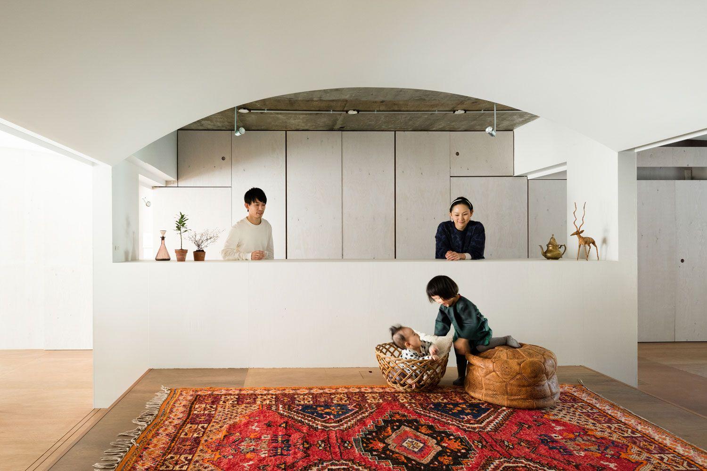 Японский интерьер с ковром