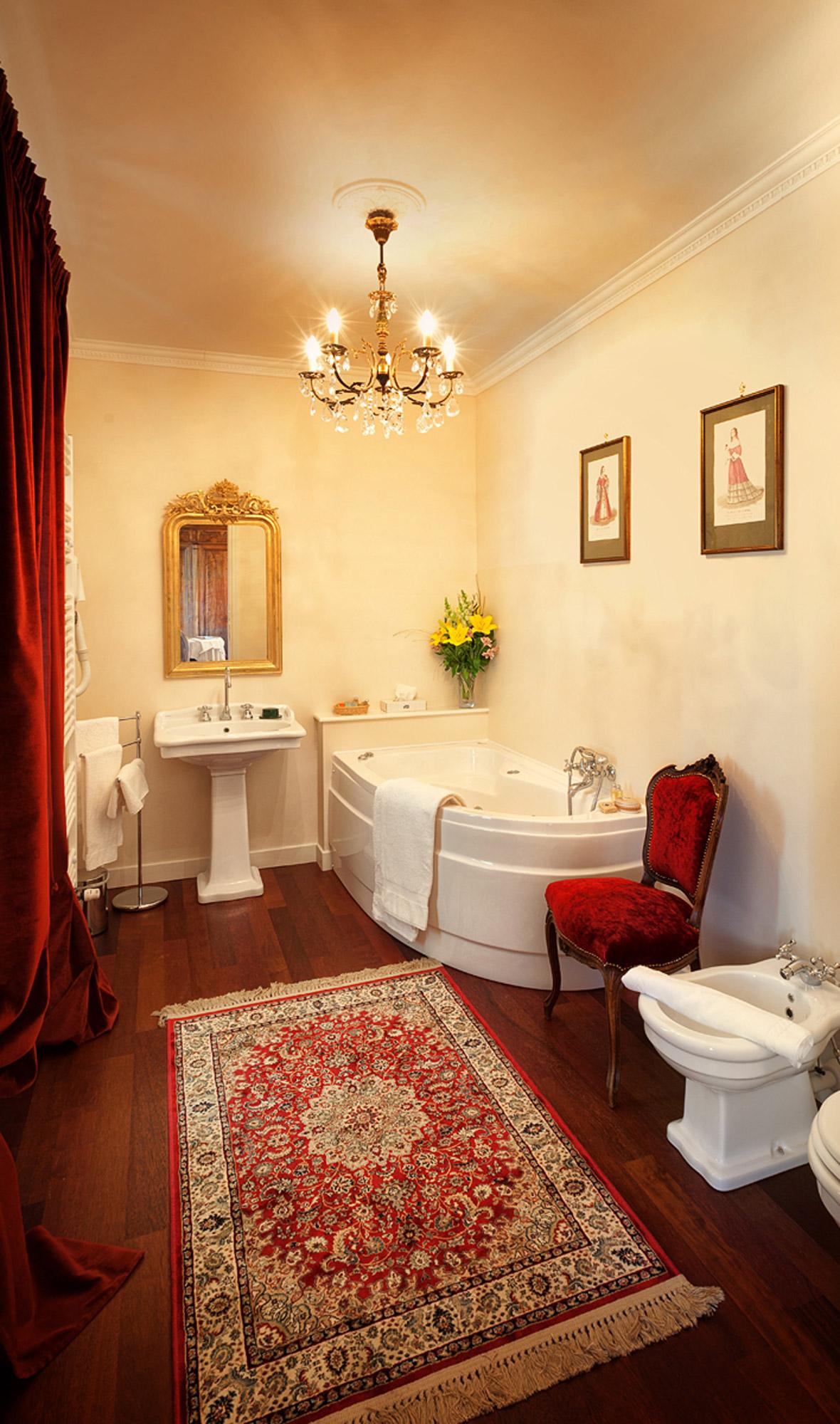 Ванная своими руками с красным декором