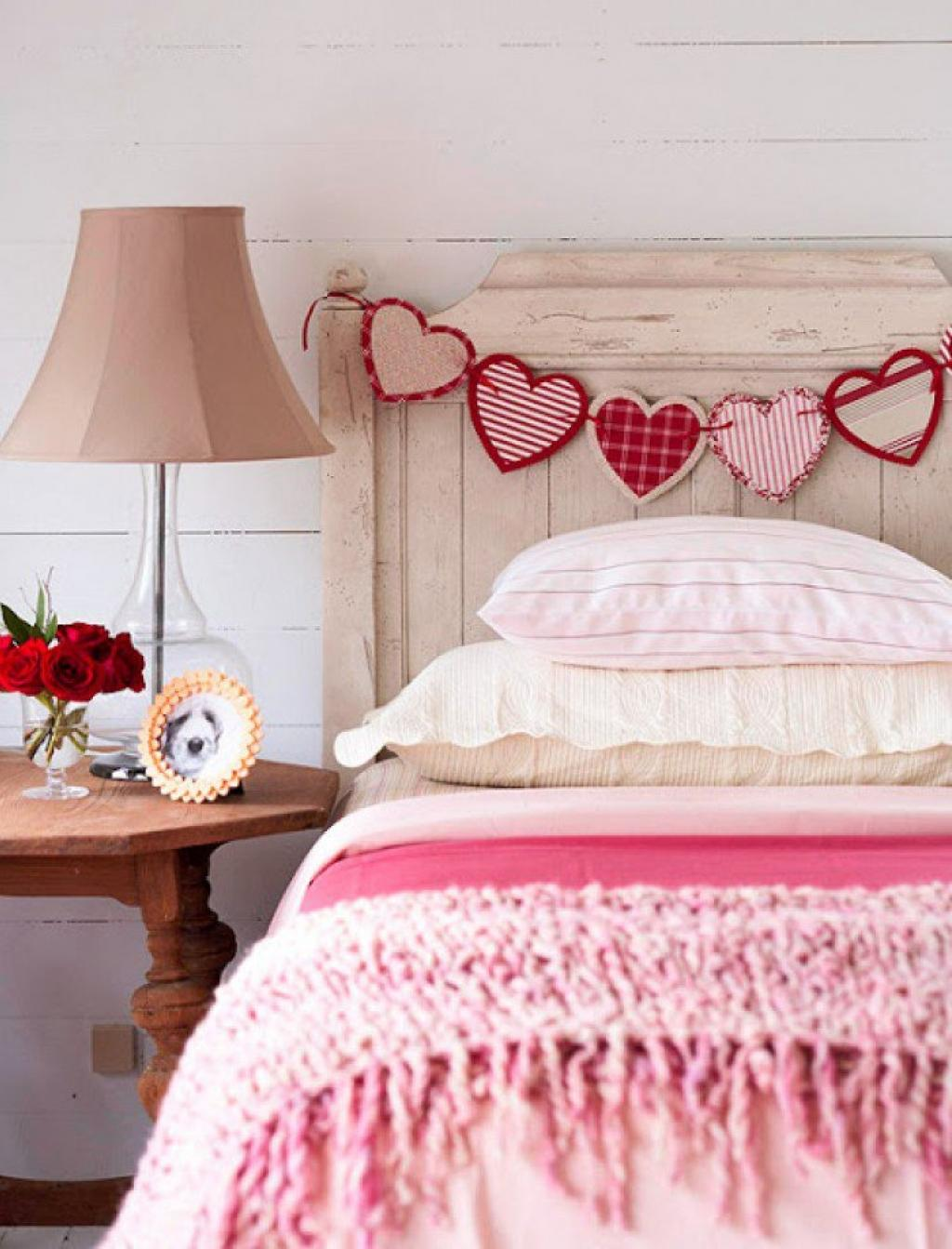 Декор кровати на день святого валентина
