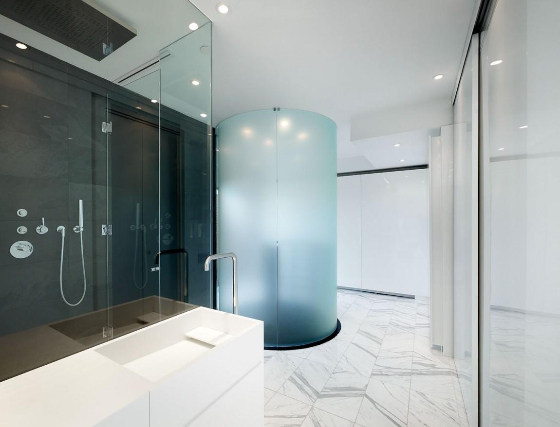 Большая ванная с круглым душем