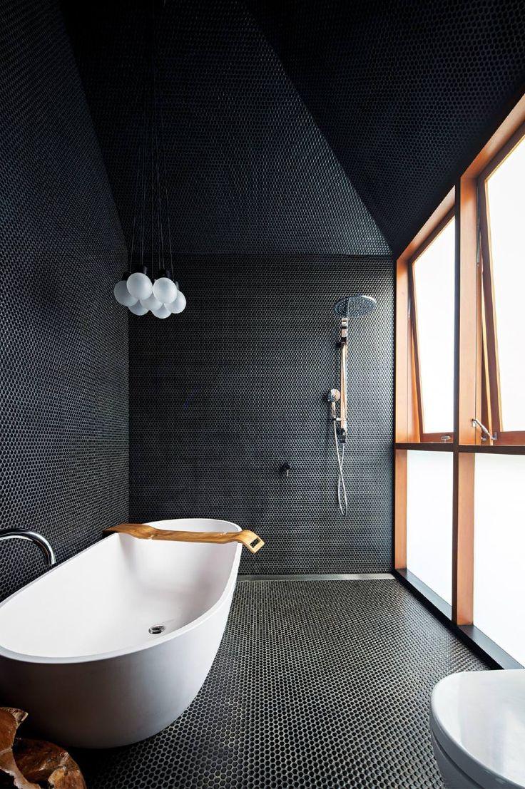 Большая ванная с круглой мозаикой