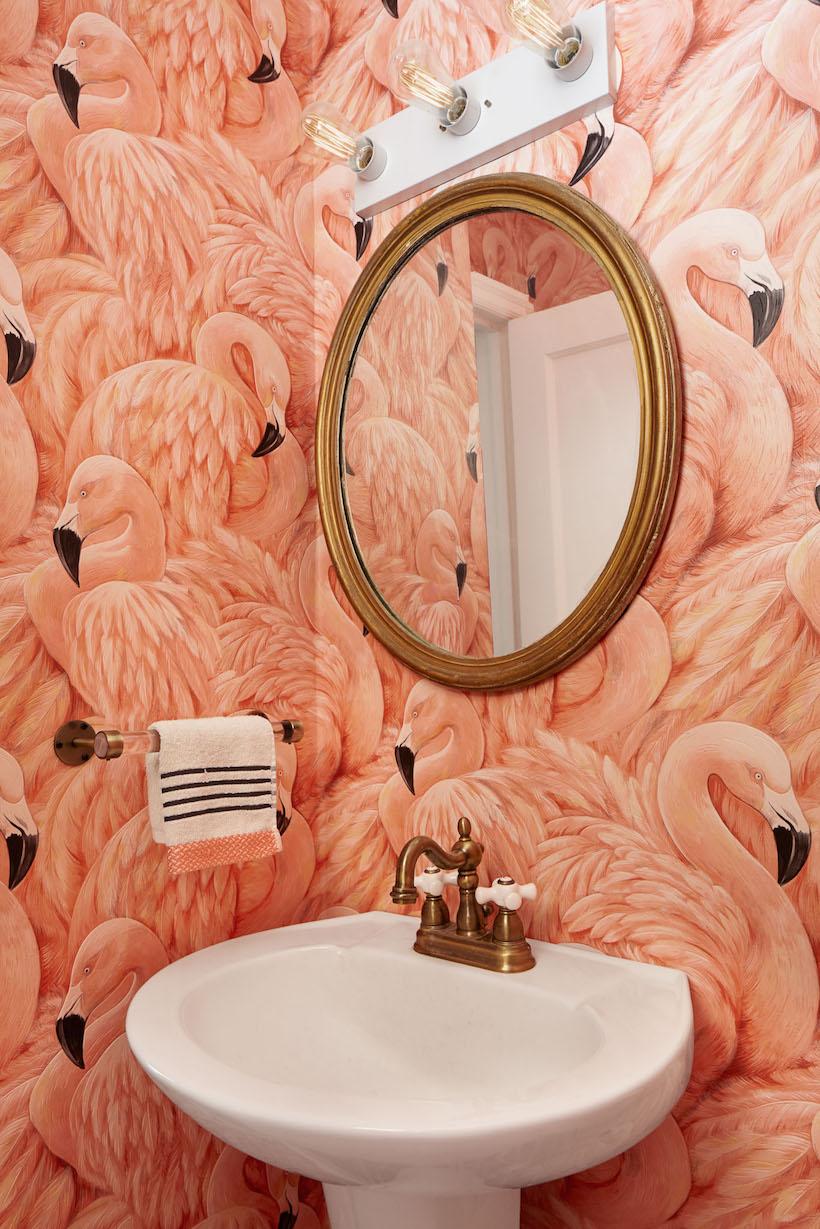 Обои в туалете с крупным рисунком