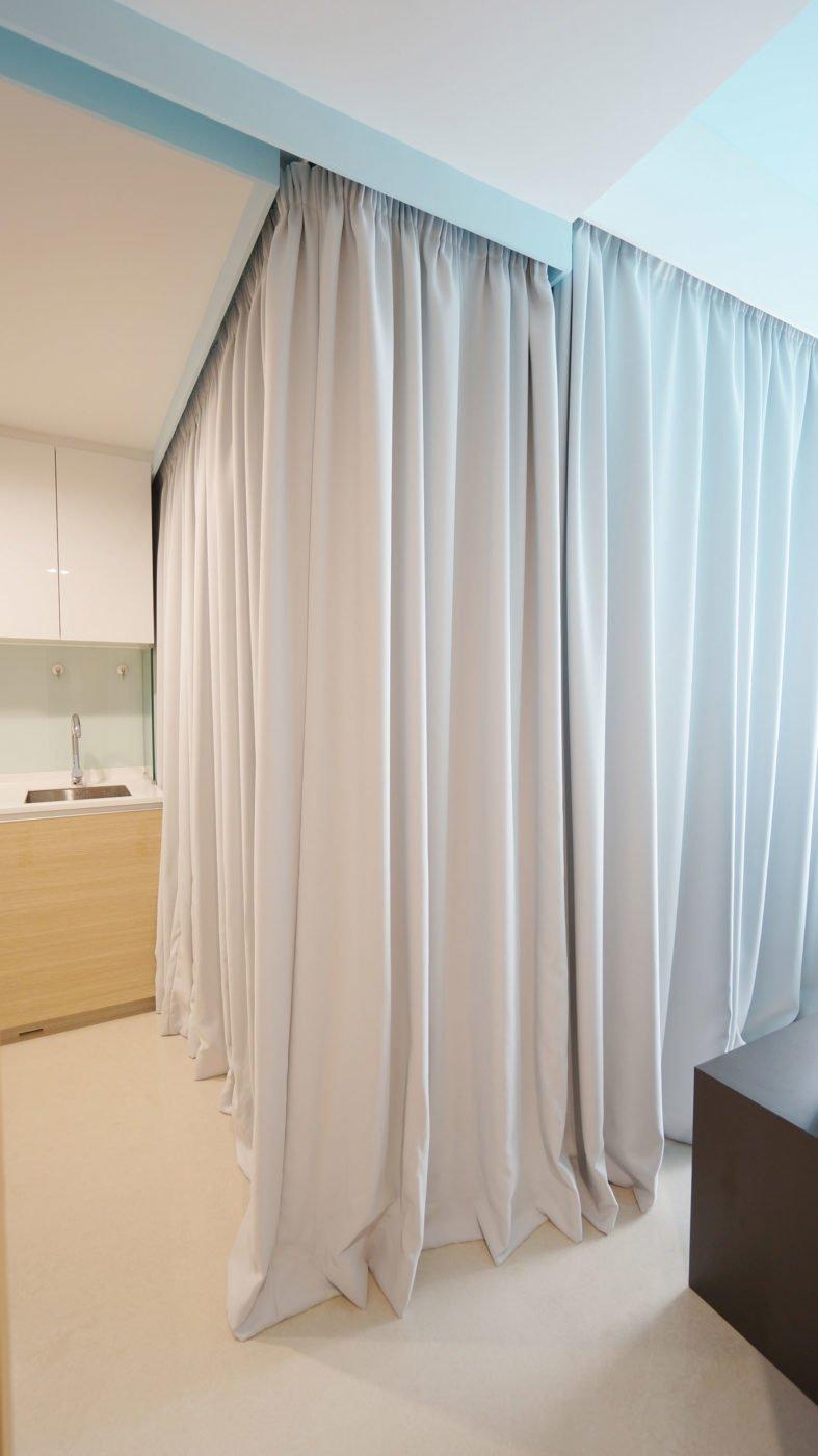 Зонирование шторами на кухне