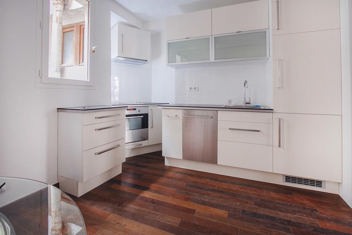 Как расставить мебель в однокомнатной квартире на кухне