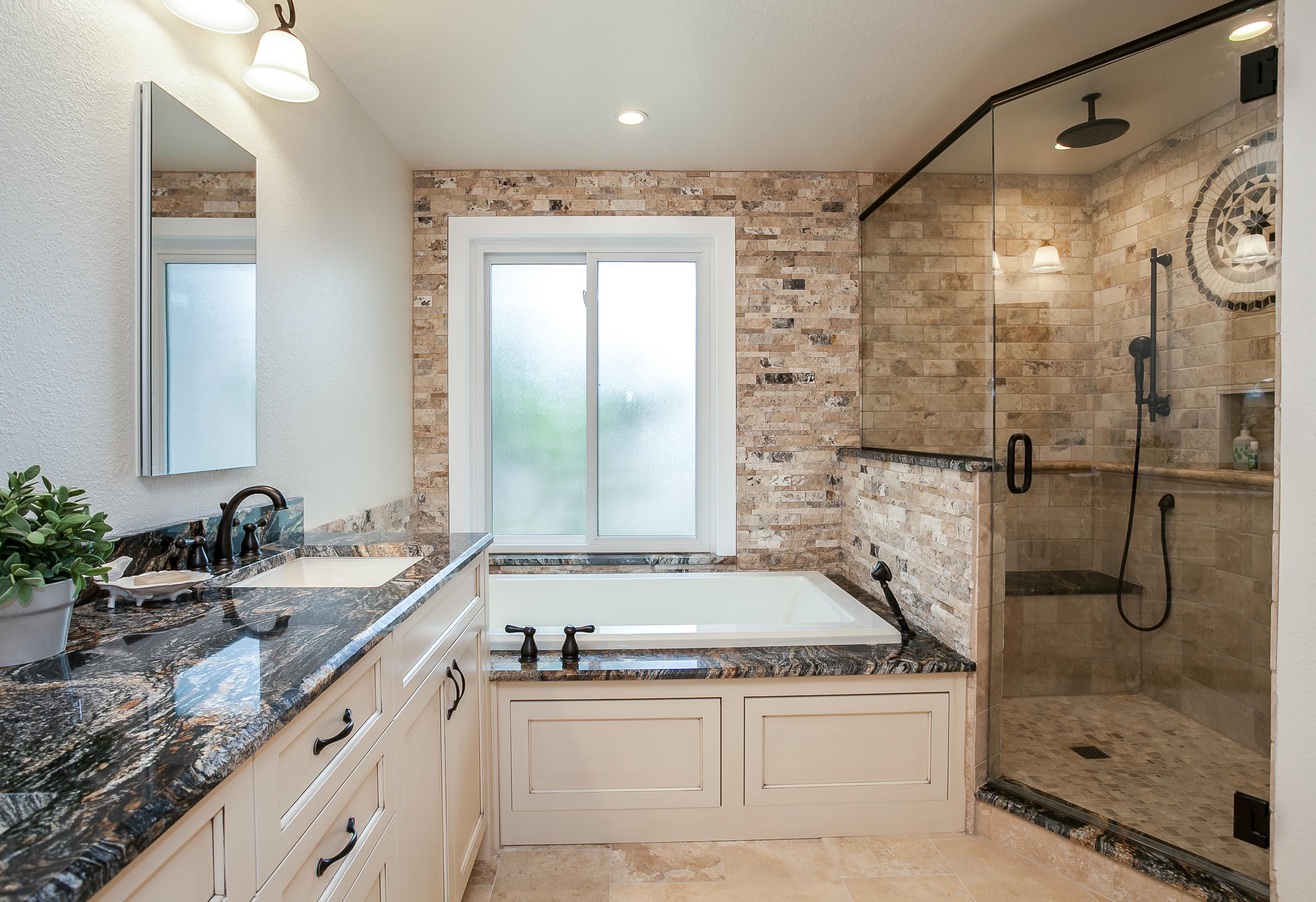Большая ванная в квартире