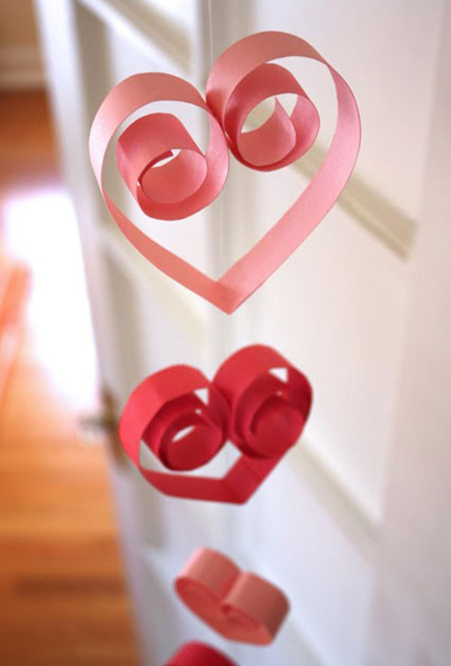 Оформление на 14 февраля сердечками в технике квиллинг