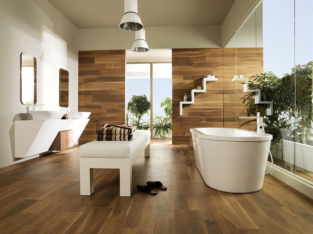 Большая ванная с ламинатом
