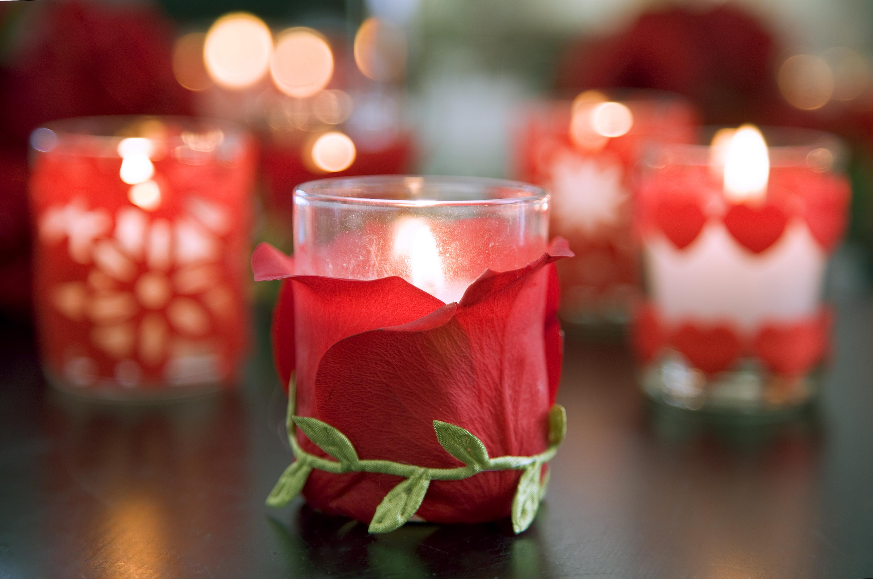Декор лепестками роз на 14 февраля