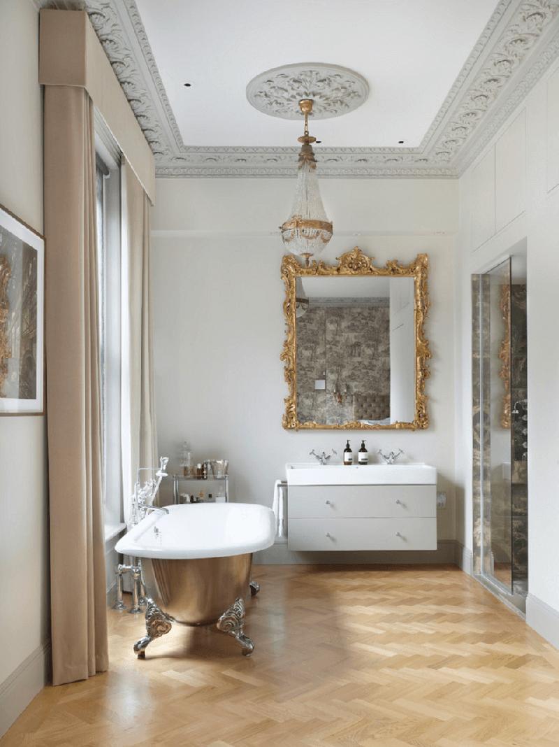 Большая ванная с лепниной