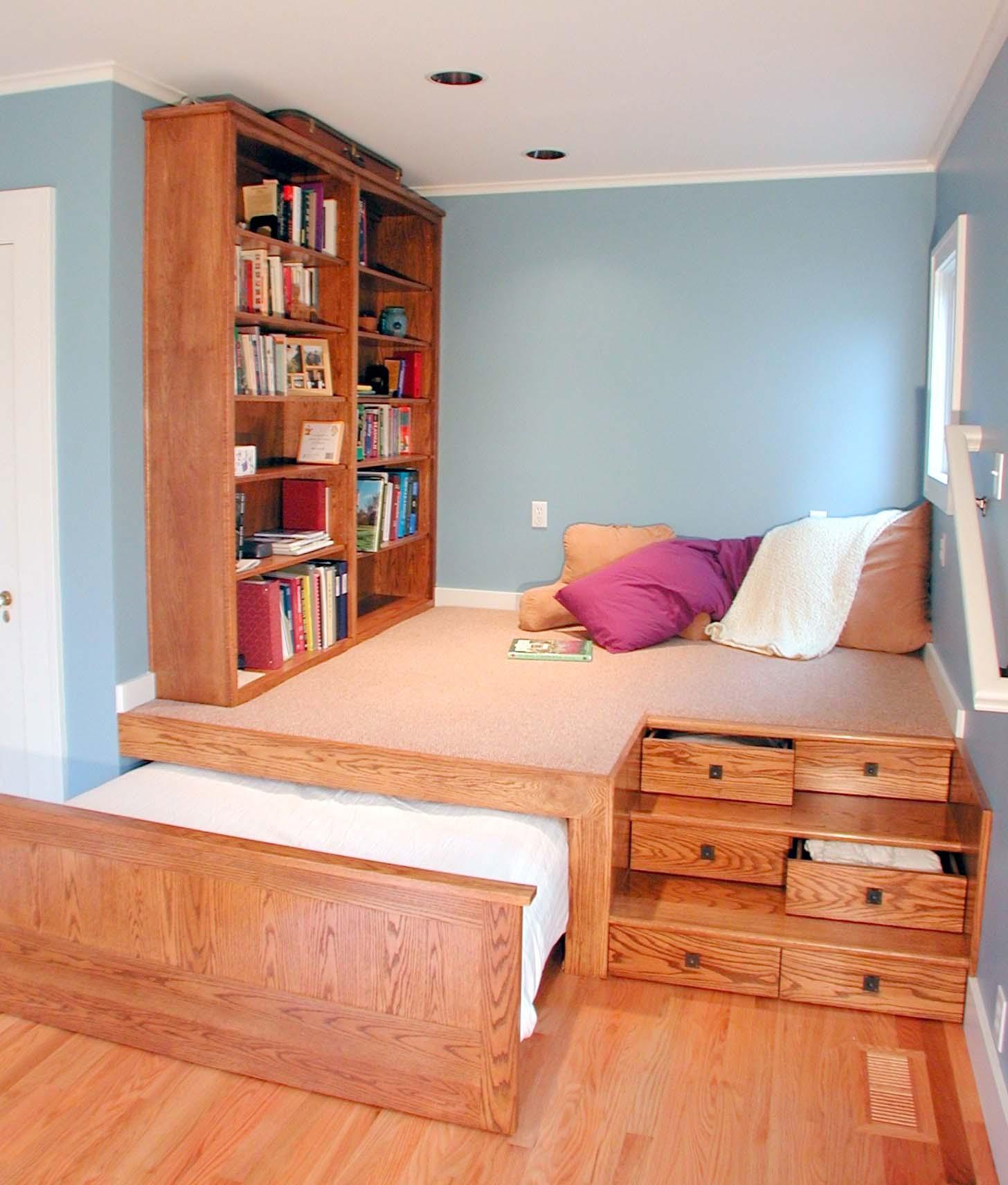 Кровать подиум из массива