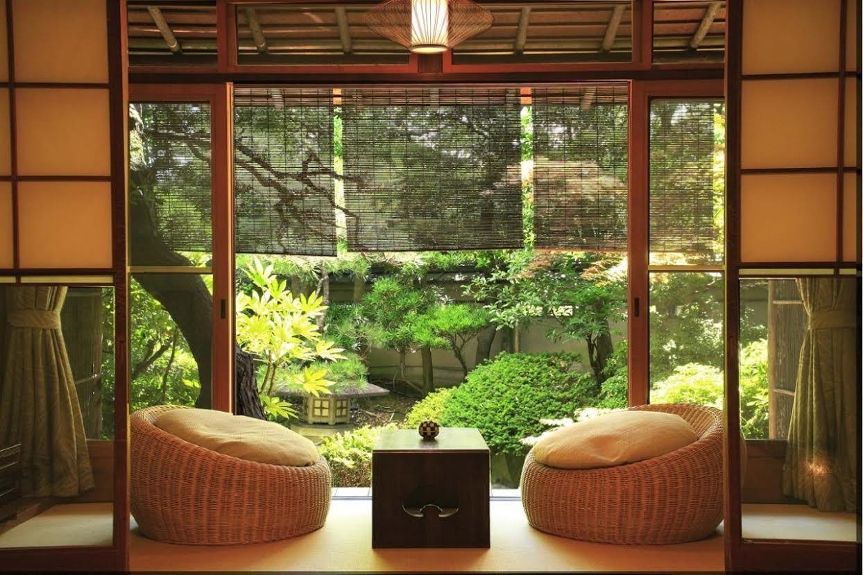 Японский интерьер с мебелью