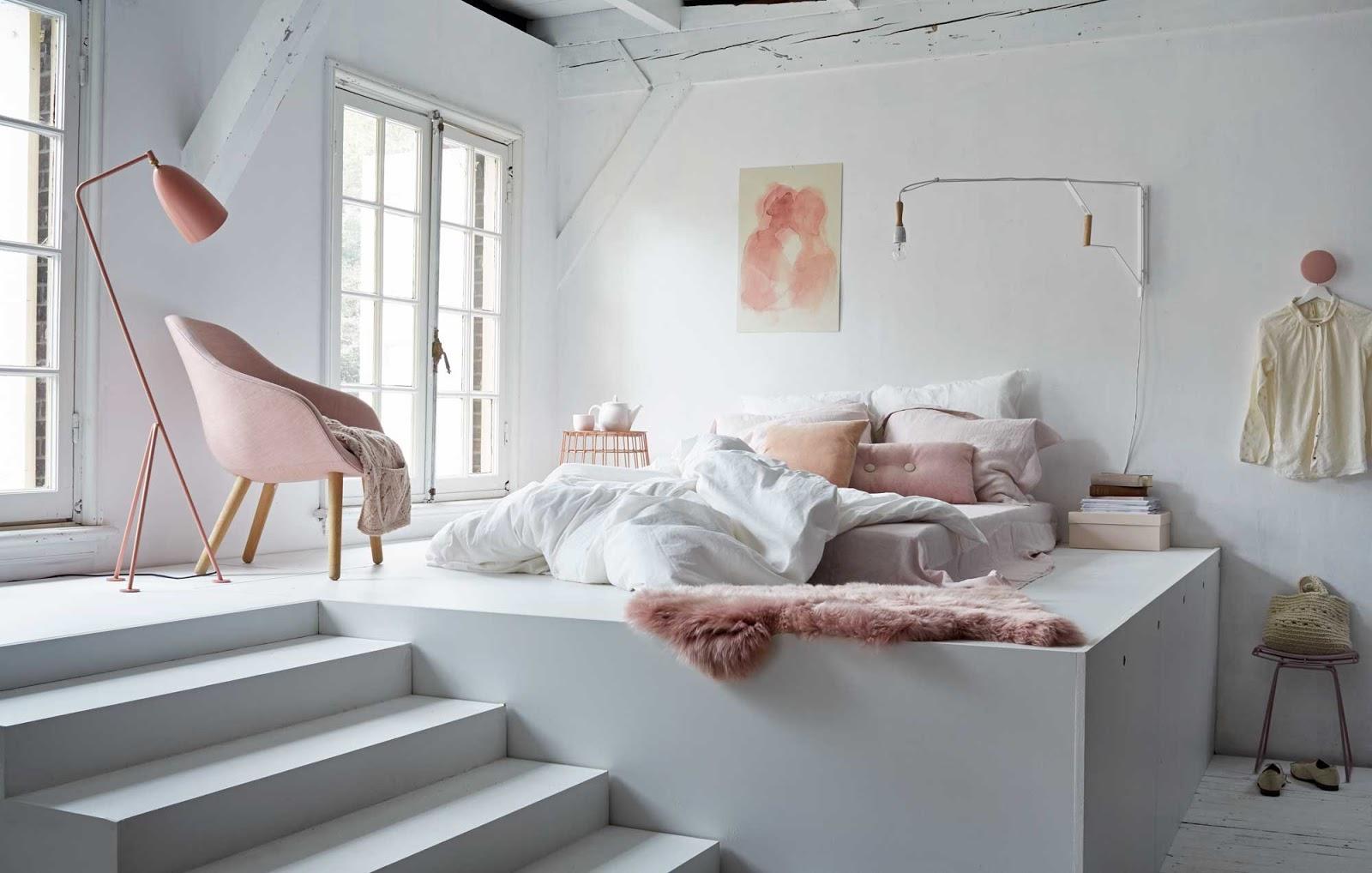 Кровать подиум в стиле модерн