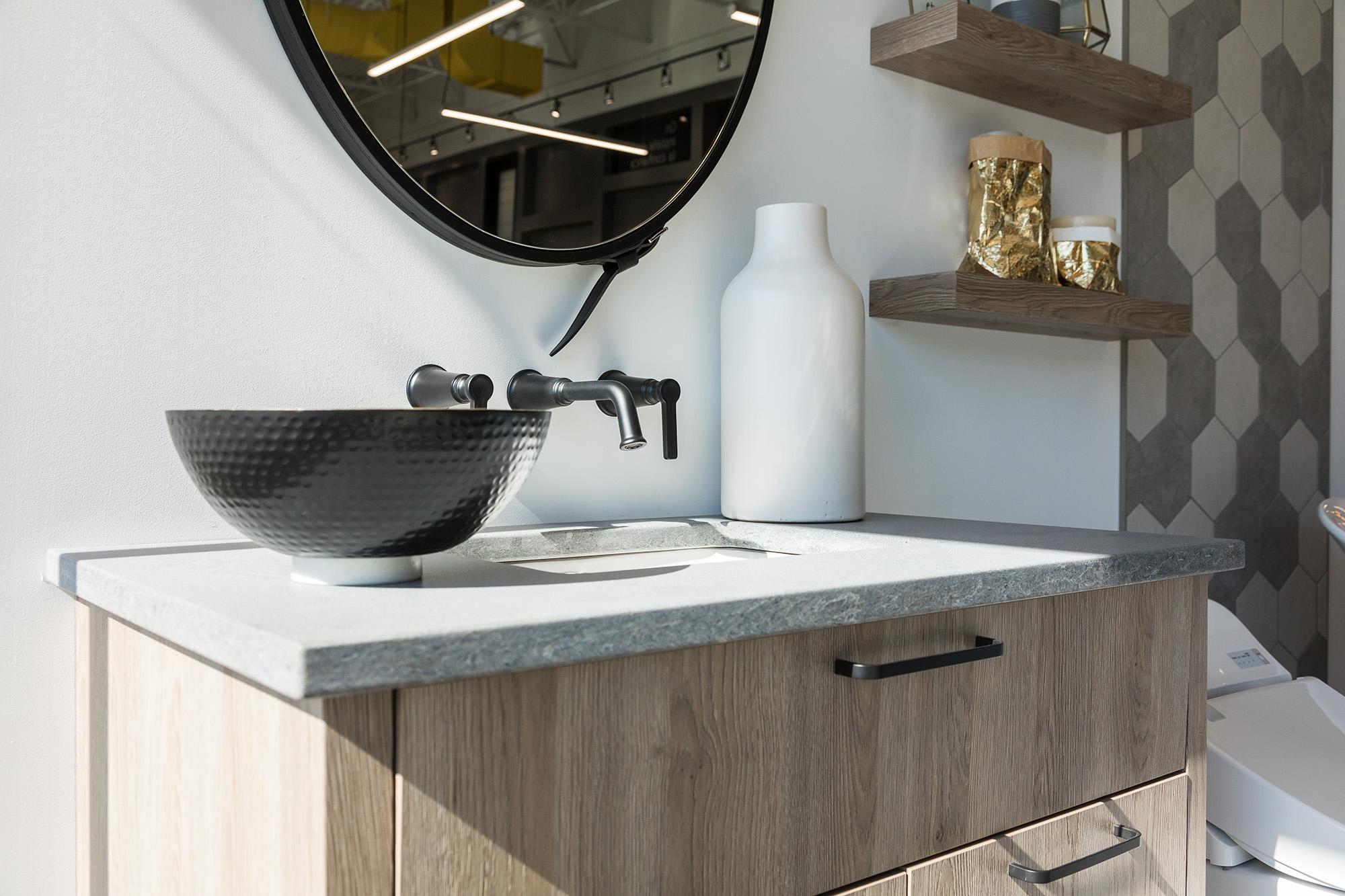 Большая ванная в стиле модерн