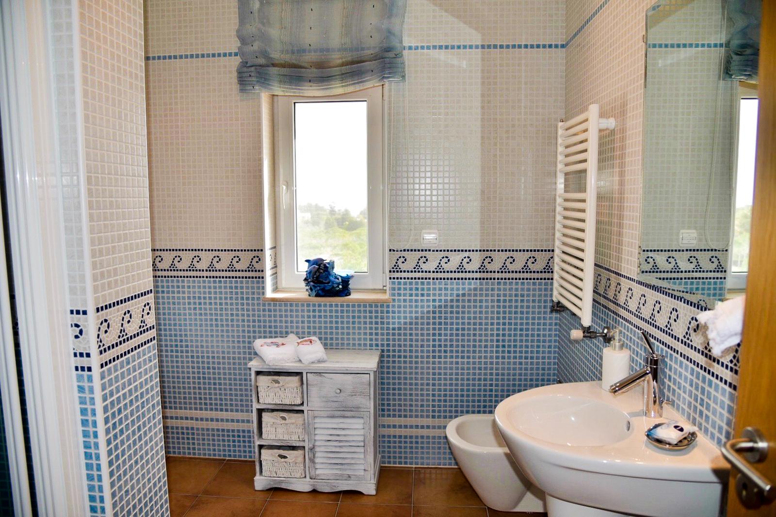 Большая ванная с мозаикойБольшая ванная с мозаикой