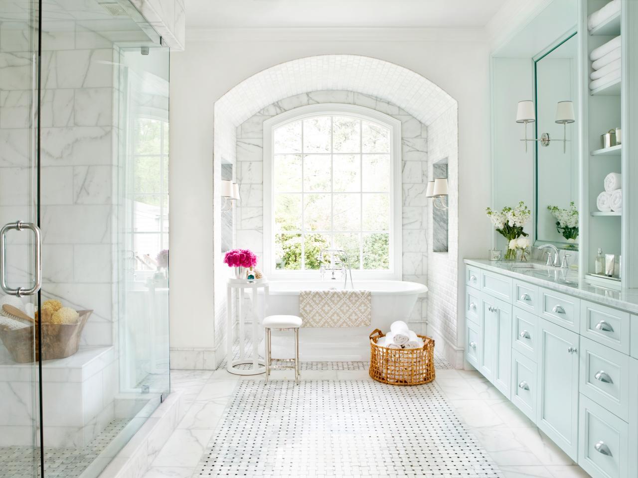Большая ванная с нишей