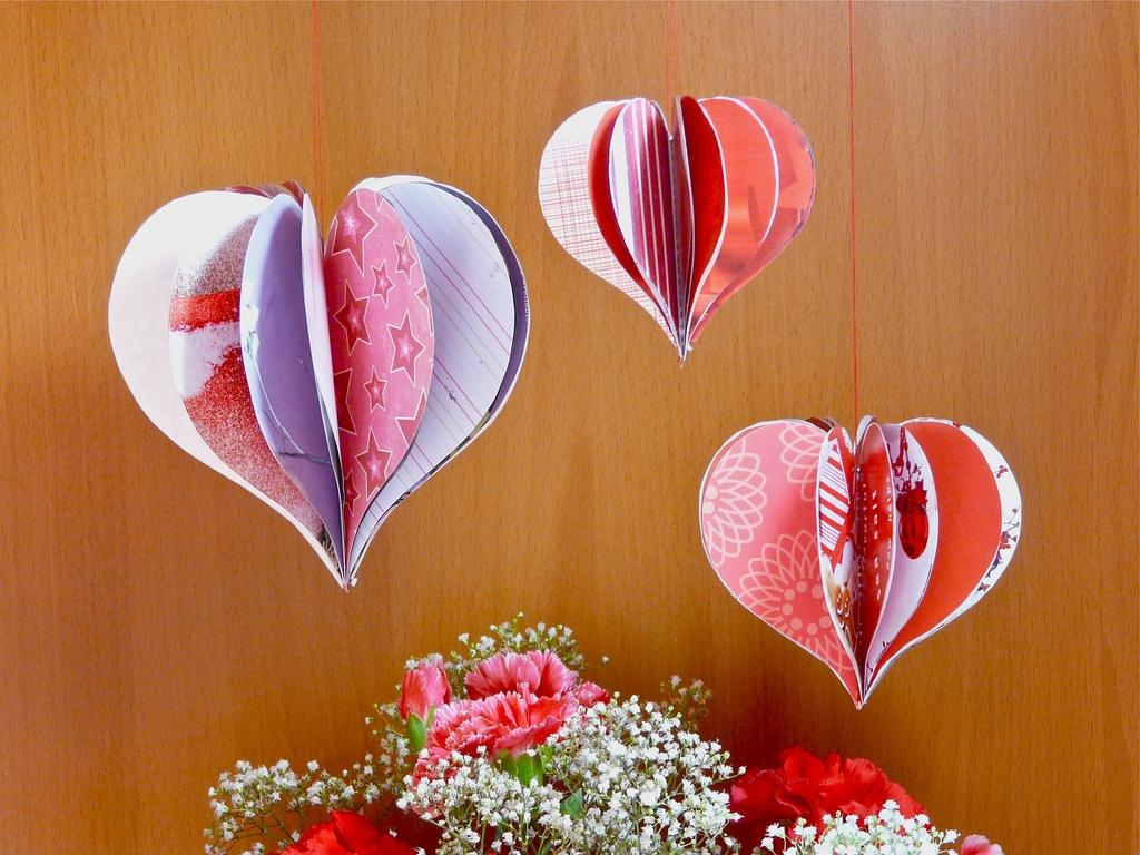 Поделка на 14 февраля в виде объемных сердец
