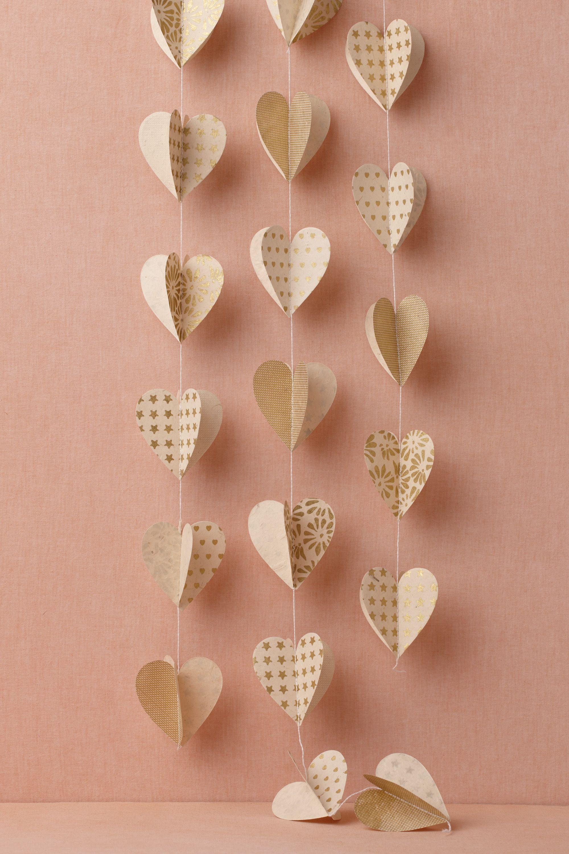 Декор на 14 февраля из объемных сердечек