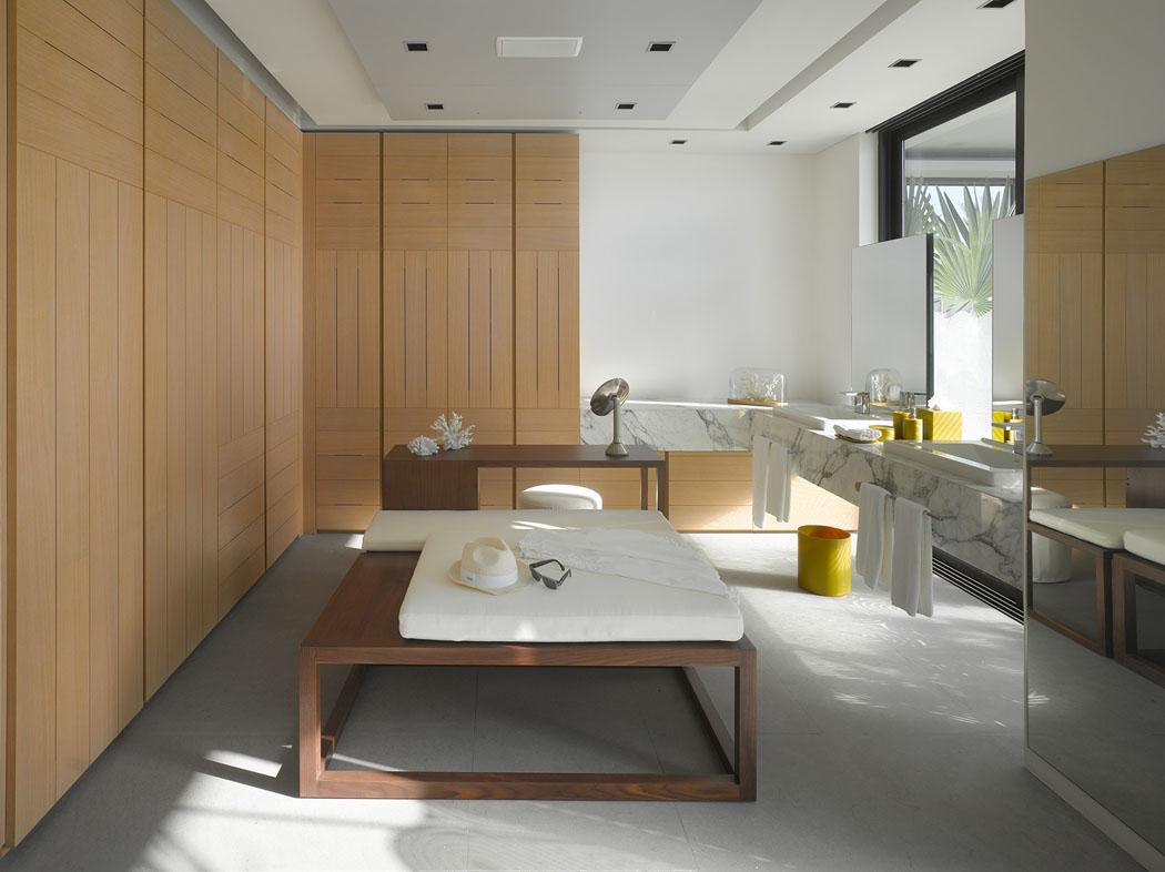 Большая ванная с панелями